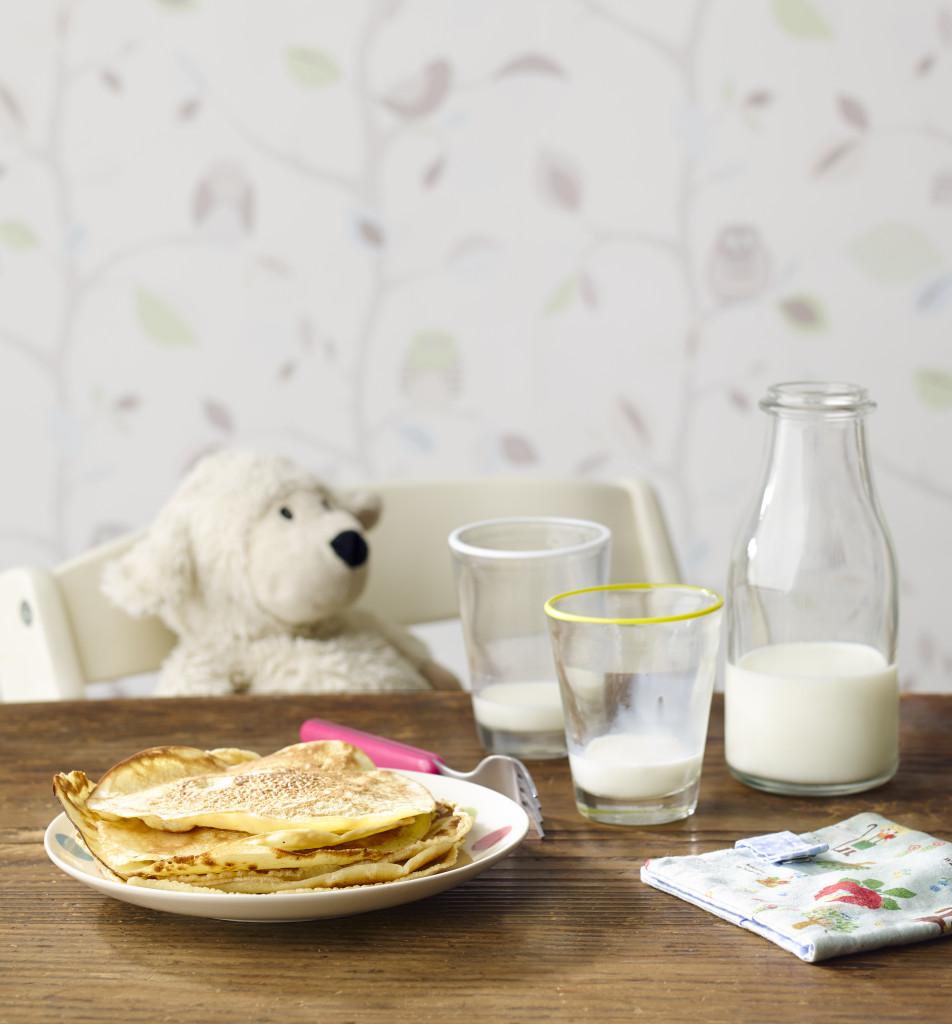 Frühstückstisch mit Milch