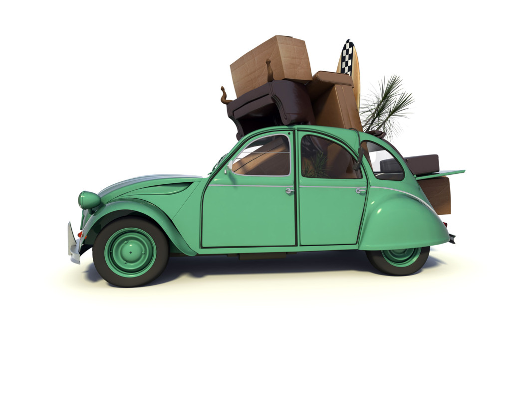 Schwer beladener VW-Käfer